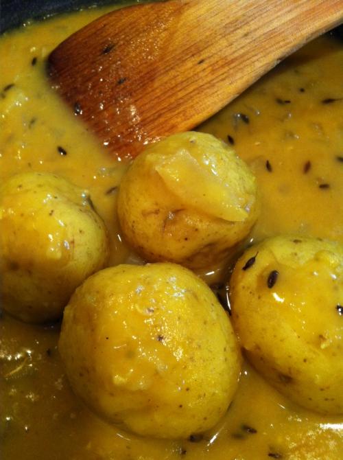 豆と新ジャガのベジタリアンカレー