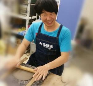 陶芸芸人カンカンさんが陶芸会とお笑いライブを開催します。