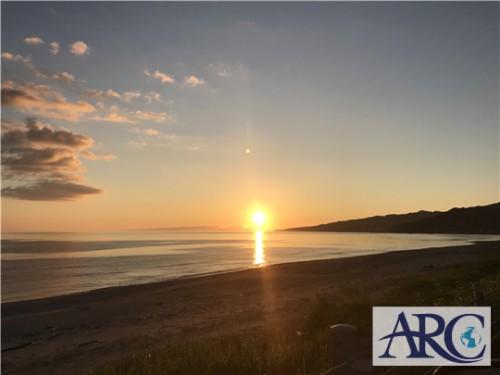 海岸線と太陽☆朝日?夕日?どっちでしょうか??