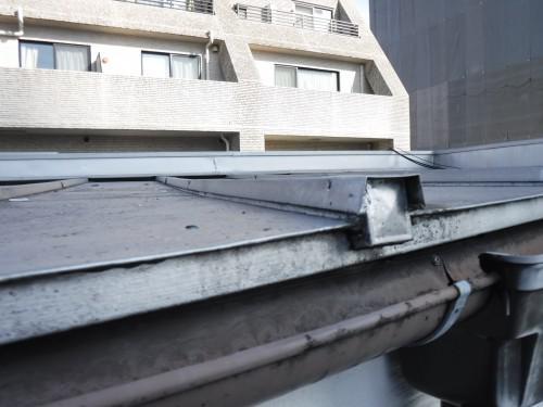 西東京市 緩勾配瓦棒葺き屋根 雨漏り調査
