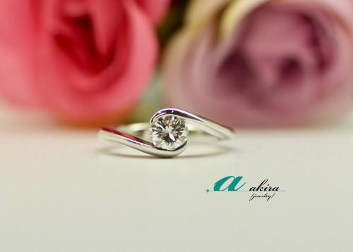 大ぶりな昔の指輪をシンプルな指輪に変更