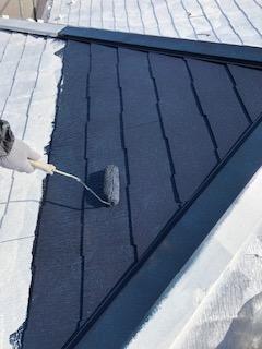 鶴ヶ島市で屋根遮熱塗料中塗り工事を施工してきました