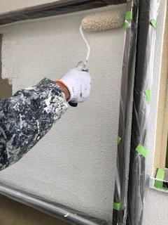 鳩山町で外壁の下塗り工事を施工しました