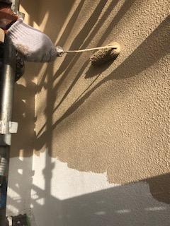 鳩山町で外壁の下塗り工事を施工してきました