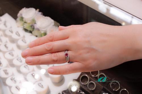 ルビーの指輪をリフォームさせて頂きましたお客様のお写真