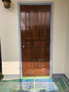 玄関ドアの塗装工事を施工してきました