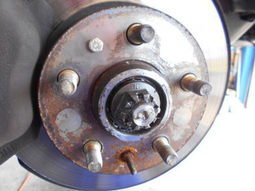 ボルボ240 フロントハブガタ付きで古いグリス一部入替と調整